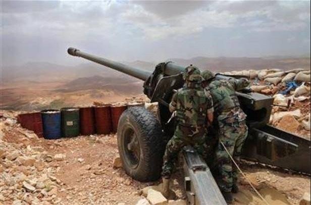 Binh sĩ quân đội Lebanon bắt đầu pháo kích vào chiến tuyến của IS trên vùng biên giới với Syria