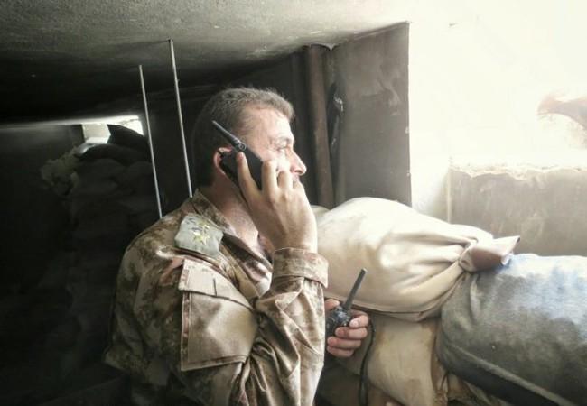 Một sĩ quan chỉ huy quân đội Syria trên chiến trường Jobar - ảnh Masdar
