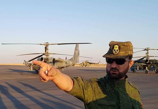 Thiếu tướng Suheil al-Hassan giao nhiệm vụ chiến đấu cho đơn vị đổ bộ đường không của lực lượng Tiger = Ảnh Syrian Reposters