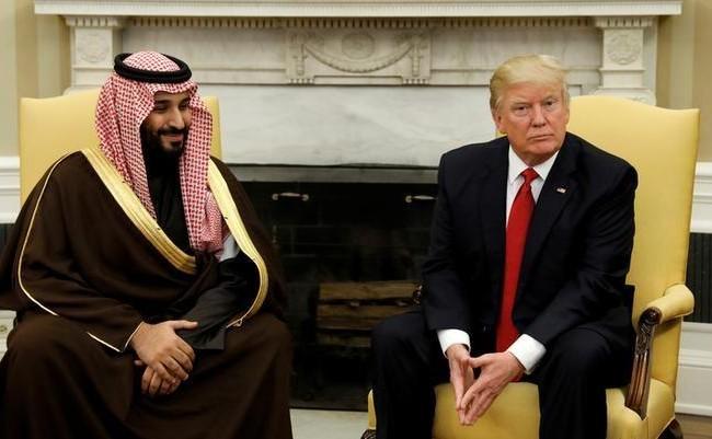 Tổng thống D. Trump tiếp Phó Thái tử, Bộ trưởng Quốc phòng Ả rập Xê út Mohammed bin Salman tại Phòng Bầu dục trong Nhà Trắng ngày 14/3/2017. Ảnh REUTERS/Kevin Lamarque