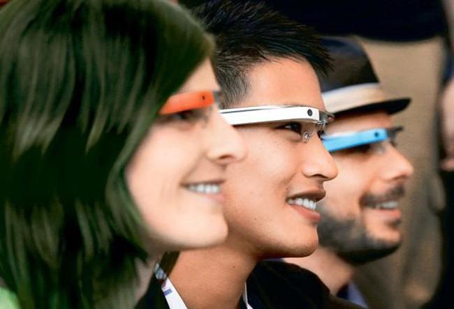Các sếp tại Microsoft đặt niềm tin vào kính thông minh sẽ khai tử smartphone ẢNH: AFP