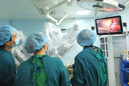 Robot đang được ứng dụng ngày càng rộng trong các ca phẫu thuật khó