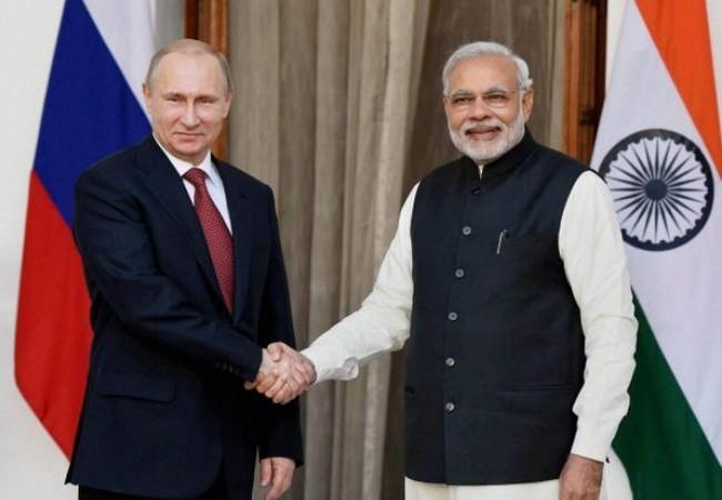 Tổng thống Nga Vladimir Putin và Thủ tướng Ấn Độ Narendra Modi. Ảnh: Times Of Oman