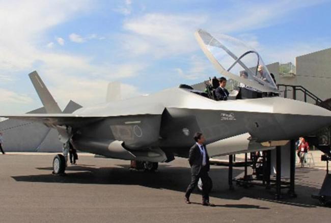 Mô hình máy bay chiến đấu tàng hình F-35 xuất hiện tại Triển lãm hàng không vũ trụ Nhật Bản. Ảnh: Cankao