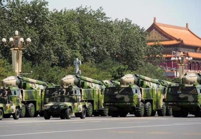 Tên lửa đạn đạo chống hạm Đông Phong-21D Trung Quốc. Ảnh: Cankao