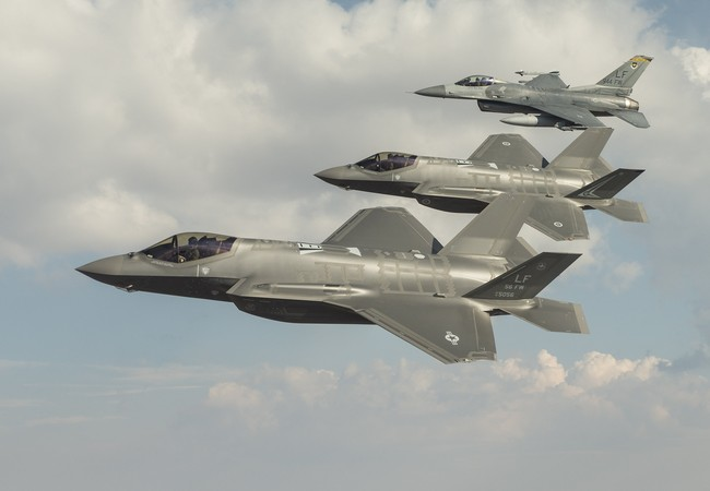 Biên đội máy bay chiến đấu tàng hình F-35 của Không quân Mỹ-Australia. Ảnh: Thời báo Hoàn Cầu.