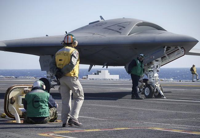 Máy bay không người lái trên tàu sân bay Mỹ (ảnh minh họa)