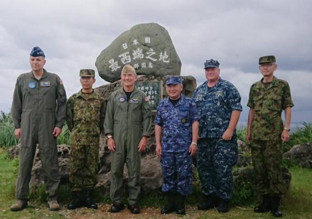 Đô đốc Harry Harris cùng Đô đốc Kawano Katsutoshi thăm trạm giám sát radar