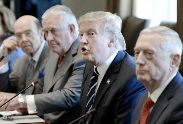 Tổng thống Mỹ Donald Trump và các quan chức cấp cao Nhà Trắng như Ngoại trưởng Rex Tillerson và Bộ trưởng Quốc phòng James Mattis. Ảnh: UPI