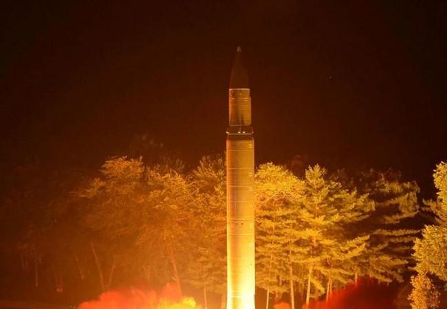 Ngày 28/7/2017, Triều Tiên phóng thử tên lửa đạn đạo xuyên lục địa Hwasong-14 lần hai trong tháng 7/2017. Ảnh: Reuters