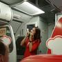 """Video: Lời xin lỗi của nữ tiếp viên hàng không dễ thương  """"hút"""" hàng triệu like"""