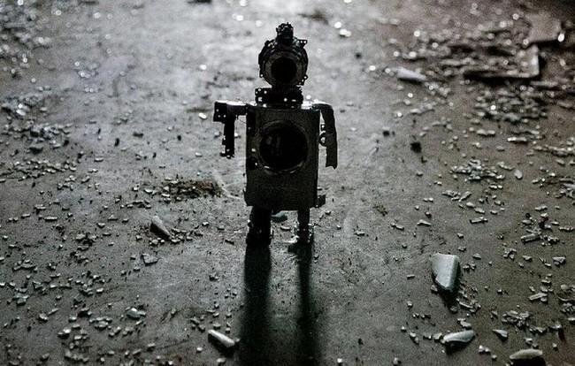 """Xem máy ảnh cũ """"biến hình"""" thành robot ngộ nghĩnh - ảnh 1"""