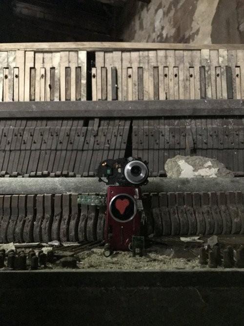 """Xem máy ảnh cũ """"biến hình"""" thành robot ngộ nghĩnh - ảnh 8"""