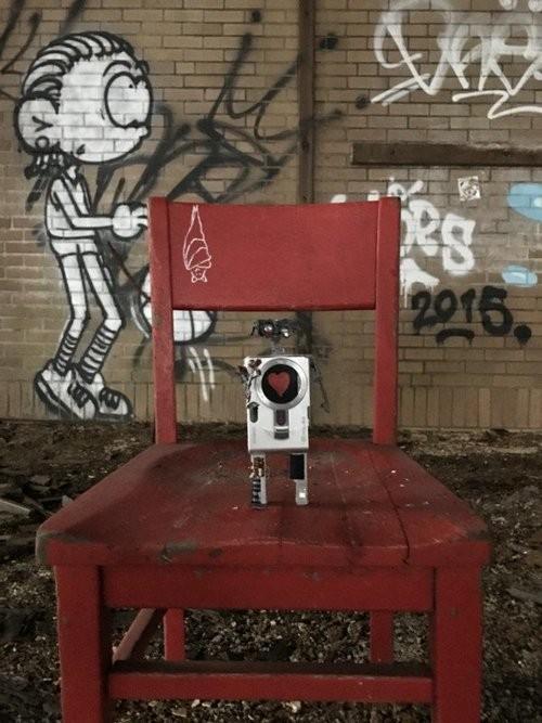 """Xem máy ảnh cũ """"biến hình"""" thành robot ngộ nghĩnh - ảnh 9"""