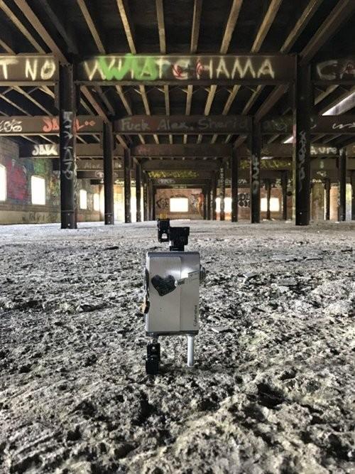 """Xem máy ảnh cũ """"biến hình"""" thành robot ngộ nghĩnh - ảnh 12"""