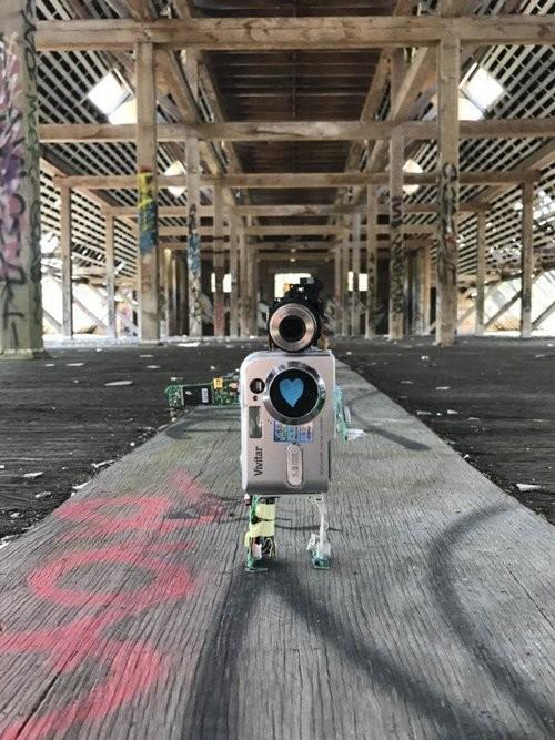 """Xem máy ảnh cũ """"biến hình"""" thành robot ngộ nghĩnh - ảnh 14"""