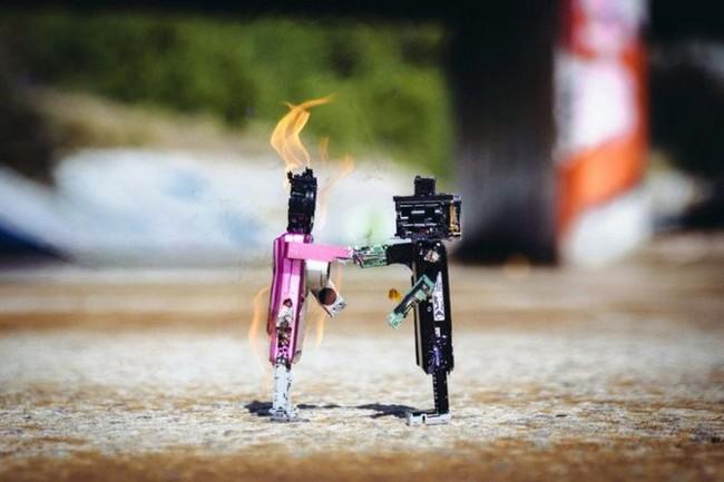 """Xem máy ảnh cũ """"biến hình"""" thành robot ngộ nghĩnh - ảnh 2"""