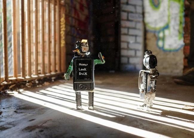 """Xem máy ảnh cũ """"biến hình"""" thành robot ngộ nghĩnh - ảnh 3"""