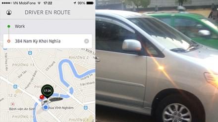 Chiếc Innova còn rất mới tham gia dịch vụ taxi Uber (ảnh lớn); Bảng thông tin của tài xế và tuyến đường hiện lên khi khách click chuột chọn dịch vụ (ảnh nhỏ)