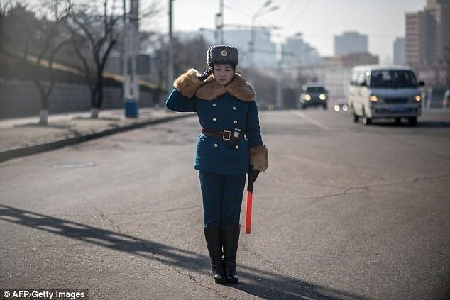 Nữ CSGT Triều Tiên: Xinh đẹp, độc thân và phải về hưu ở tuổi 26 - ảnh 3