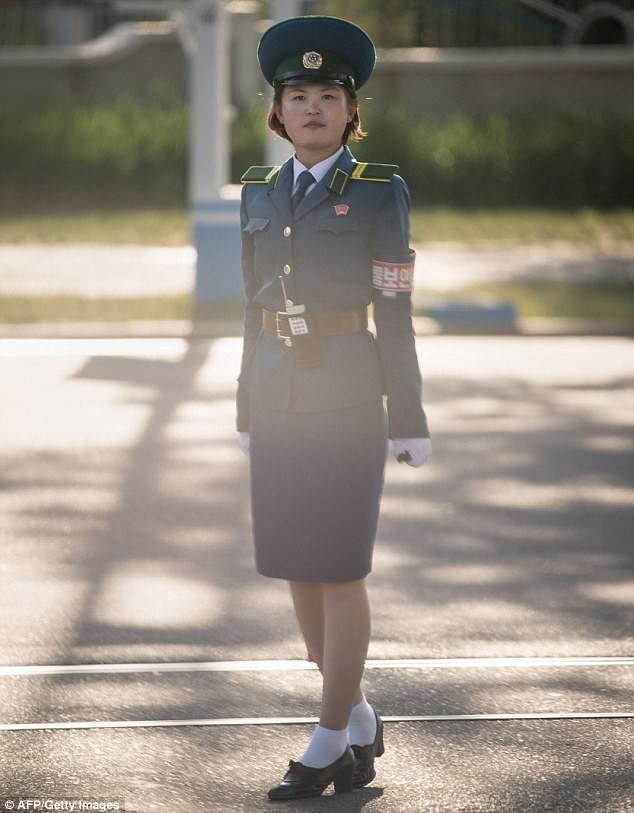 Nữ CSGT Triều Tiên: Xinh đẹp, độc thân và phải về hưu ở tuổi 26 - ảnh 4