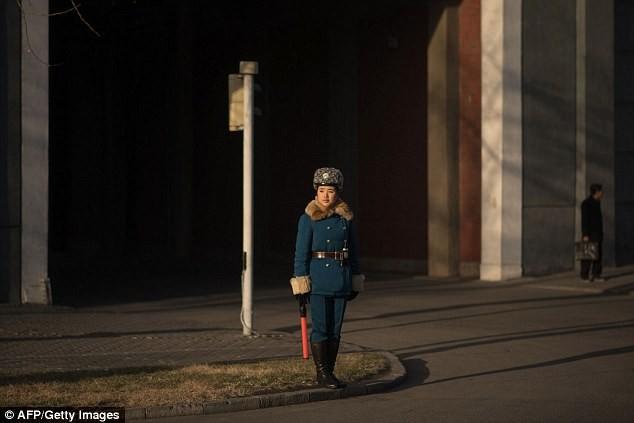 Nữ CSGT Triều Tiên: Xinh đẹp, độc thân và phải về hưu ở tuổi 26 - ảnh 5
