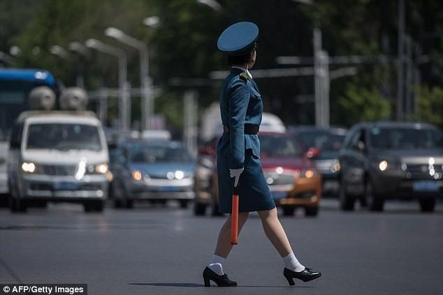 Nữ CSGT Triều Tiên: Xinh đẹp, độc thân và phải về hưu ở tuổi 26 - ảnh 7