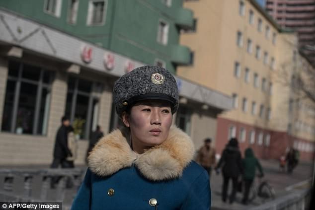 Nữ CSGT Triều Tiên: Xinh đẹp, độc thân và phải về hưu ở tuổi 26 - ảnh 8