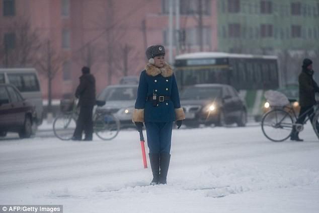 Nữ CSGT Triều Tiên: Xinh đẹp, độc thân và phải về hưu ở tuổi 26 - ảnh 11