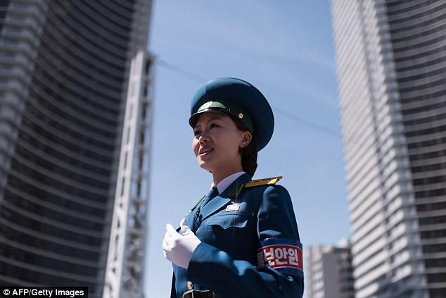 Nữ CSGT Triều Tiên: Xinh đẹp, độc thân và phải về hưu ở tuổi 26 - ảnh 12