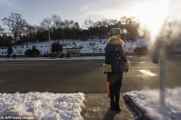 Nữ CSGT Triều Tiên: Xinh đẹp, độc thân và phải về hưu ở tuổi 26 - ảnh 13