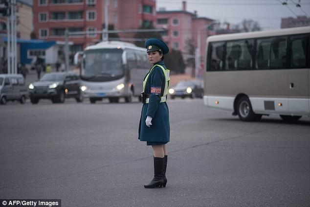 Nữ CSGT Triều Tiên: Xinh đẹp, độc thân và phải về hưu ở tuổi 26 - ảnh 15