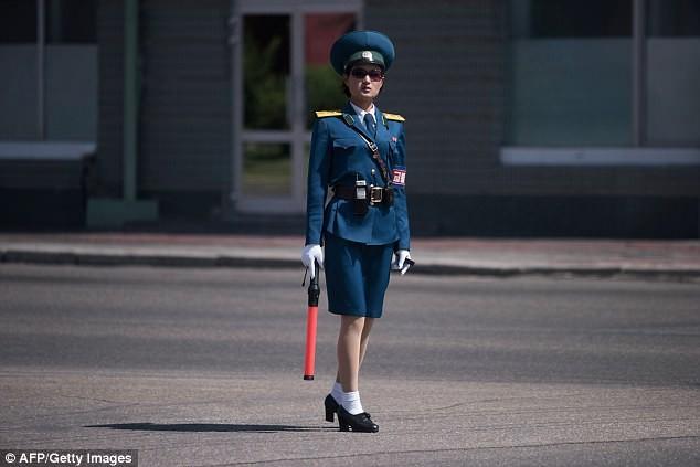 Nữ CSGT Triều Tiên: Xinh đẹp, độc thân và phải về hưu ở tuổi 26 - ảnh 20