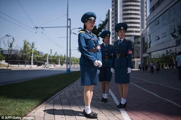 Nữ CSGT Triều Tiên: Xinh đẹp, độc thân và phải về hưu ở tuổi 26 - ảnh 21