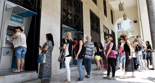 Hy Lạp đóng cửa ngân hàng, thị trường chứng khoán - ảnh 1