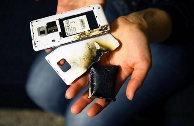 Phần đông người dùng vẫn vì giá rẻ mà quên đi ý thức bảo vệ bản thân. Bớt đi cơ chế pin tháo rời có thể coi là một cách để bớt đi một mối nguy cho người dùng.