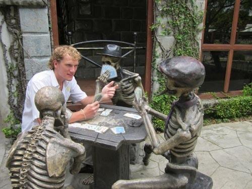 Những bức tượng khiến bạn... không thể nhịn cười - ảnh 8