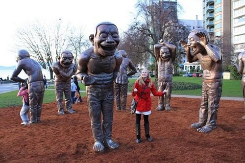 Những bức tượng khiến bạn... không thể nhịn cười - ảnh 1