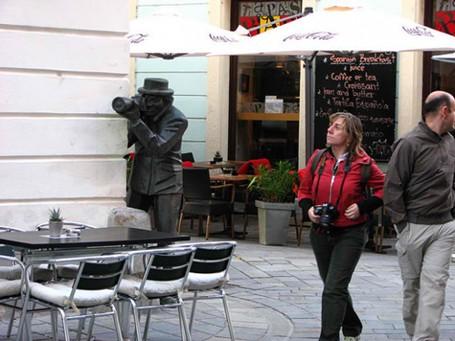Những bức tượng khiến bạn... không thể nhịn cười - ảnh 2