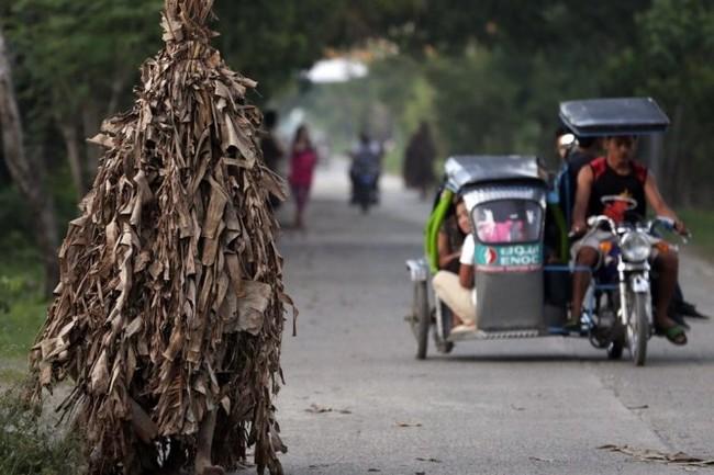 """Độc đáo lễ hội """"người bùn"""" ở Philippines - ảnh 1"""