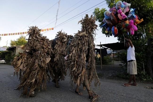 """Độc đáo lễ hội """"người bùn"""" ở Philippines - ảnh 2"""