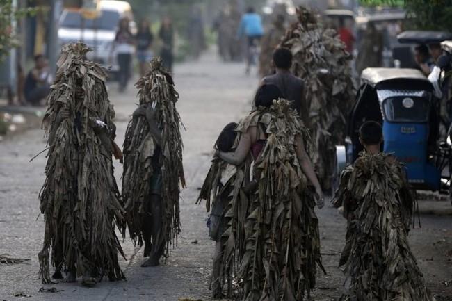"""Độc đáo lễ hội """"người bùn"""" ở Philippines - ảnh 3"""