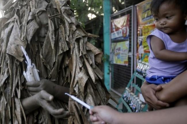 """Độc đáo lễ hội """"người bùn"""" ở Philippines - ảnh 4"""