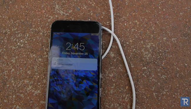 Hãi hùng iPhone 7 'hấp hối' trong axit siêu mạnh ảnh 6