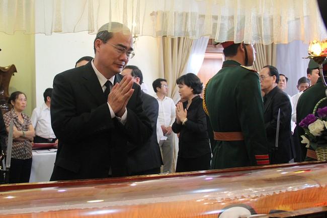 Hàng nghìn người dân viếng ông Bá Thanh - ảnh 10