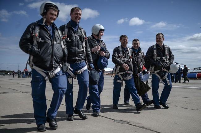 Chiến đấu cơ Nga 'làm xiếc' chuẩn bị cho duyệt binh - ảnh 1