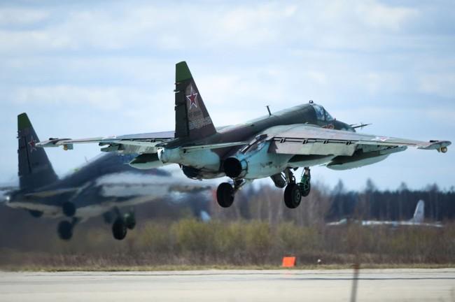 Chiến đấu cơ Nga 'làm xiếc' chuẩn bị cho duyệt binh - ảnh 2