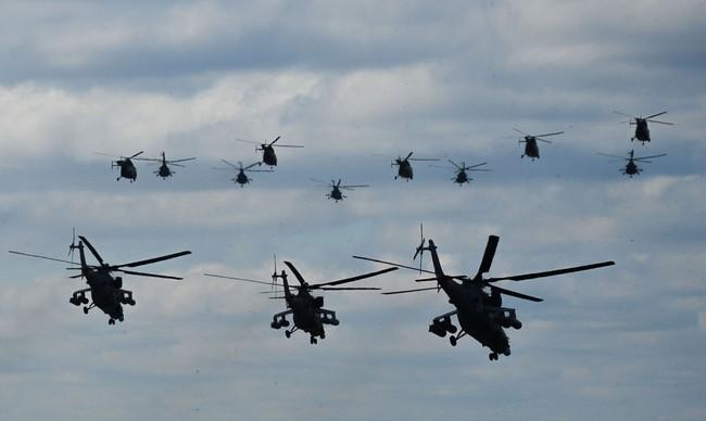 Chiến đấu cơ Nga 'làm xiếc' chuẩn bị cho duyệt binh - ảnh 4