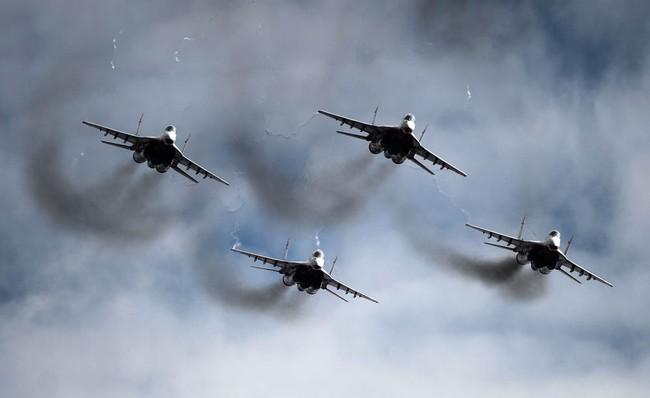 Chiến đấu cơ Nga 'làm xiếc' chuẩn bị cho duyệt binh - ảnh 6