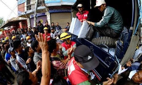 Thủ tướng Nepal: '10.000 người có thể thiệt mạng vì động đất' - ảnh 2